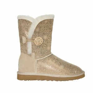 UGG Bailey Button Fancy Sand